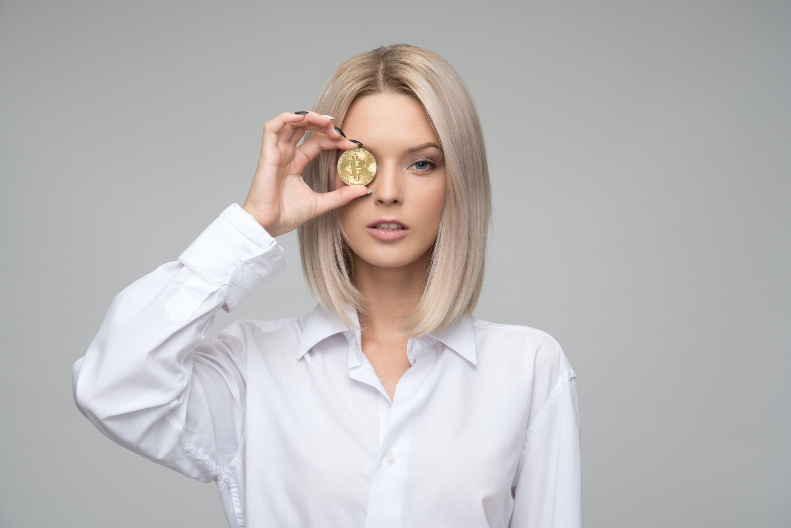 girl holding coin in right hand on right eyeborrow 50 pounds